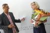 <i>François Fernandez-Corrales feliciteert Jacqueline Vervaet</i>